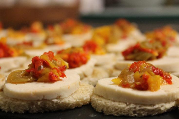 Crostini de mozzarella et confiture d'abricots